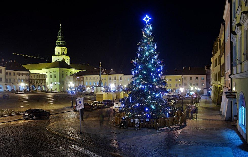 Vánoční strom 2020 v Kroměříži.