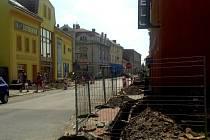 V Holešově na ulici Nerudova a Palackého probíhá výměna elektrických kabelů.