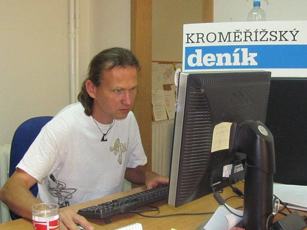 Roman Posolda v redakci Kroměřížského deníku.
