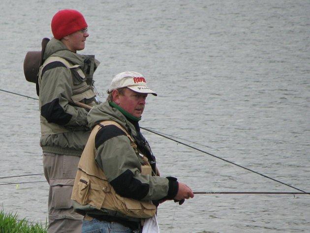 Na přehradě v Jestřabicích se 12 dubna konal jarní maratón v rybářských závodech v muškaření.