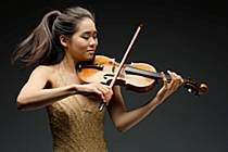 Devatenáctiletá americká houslistka Esther Yoo