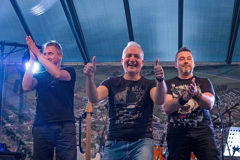 Pohodový koncert patřil hulínské kapele Bruce&Rocks.