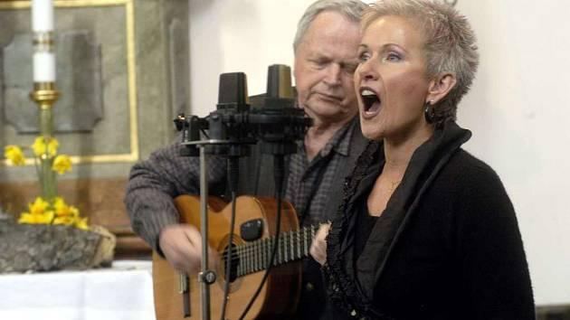 Výrazná tvář české folkové skupiny Spiritual kvintet Irena Budweiserová.