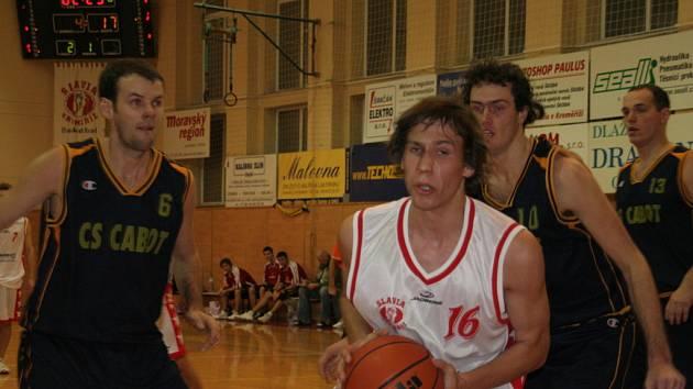 Na domácí palubovce prohráli basketbalisté Slavie drtivým rozdílem.