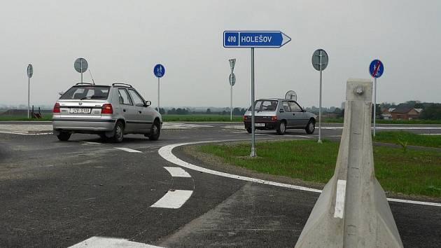 Stavba rychlostní silnice R49 se odkládá nejméně do roku 2012. Ramena nové křižovatky u Martini, která ji měla napojovat, zůstanou zaslepena.