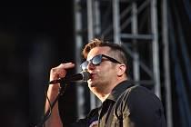 První ročník Music TON festivalu v Holešově. Pátek, 9. 7. 2021.Frontman kapely Vratko Rohoň.