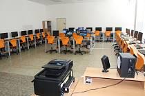 Na holešovské 3. ZŠ v úterý 30. března slavnostně otevřeli modernizovanou počítačovou učebnu.