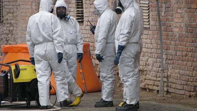 Ve čtvrtek 25. září nacvičovali hasiči a záchranáři zásah v oblasti zasažené ptačí chřipkou.
