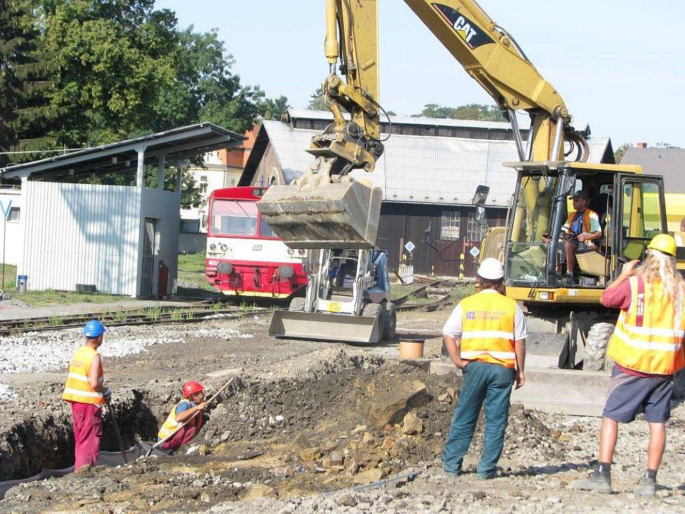 Dělníci se na kroměřížském nádraží pustili do další etapy modernizace kolejiště.