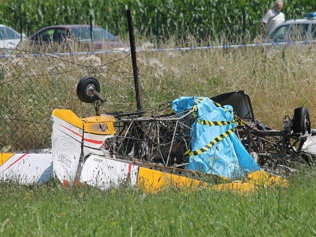 Tragický pád letadla při akrobatických závodech v Kroměříži
