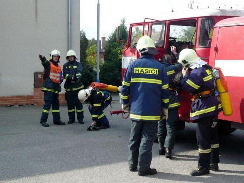 Kvasičtí hasiči mají kvalitní výstroj, kterou občas zajedou ukázat i do tamní mateřské či základní školy.