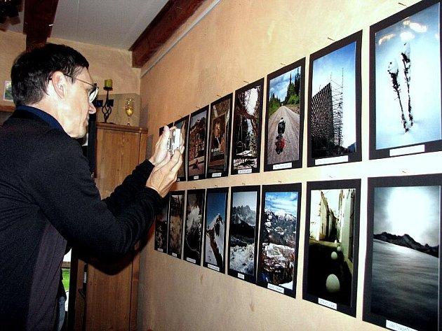 V kroměřížské Galerii U Artuše byla ve středu 15. září 2010 zahájena výstava snímků autora Jana Honzy Beránka.