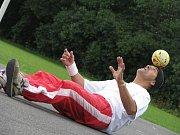 Světový rekordman v žonglování s míčkem Bursas Charalambos se představil v Třeběticích
