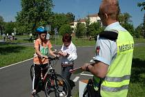 Asi osmdesát dětí z různých škol z Kroměřížska přijelo ve čtvrtek 16. května na dopravní hřiště v Kroměříži ověřit své schopnosti v řízení kola.