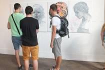 Mladé umělkyně představily svá díla na vernisáži výstavy s názvem Female hysteria.