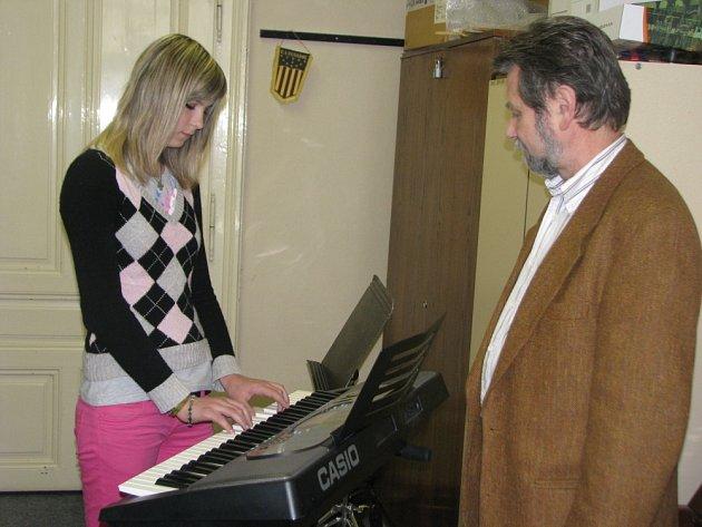 Přijímací zkoušku mimo jiné z hudební výchovy si ve čtvrtek 23. dubna 2009 odbývali uchazeči na Střední pedagogické škole v Kroměříži.