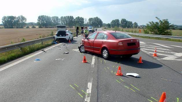 Při sobotní dopravní nehodě došlo u jednoho z aut také k zahoření elektroinstalace, zásah hasičů ale nutný nebyl.