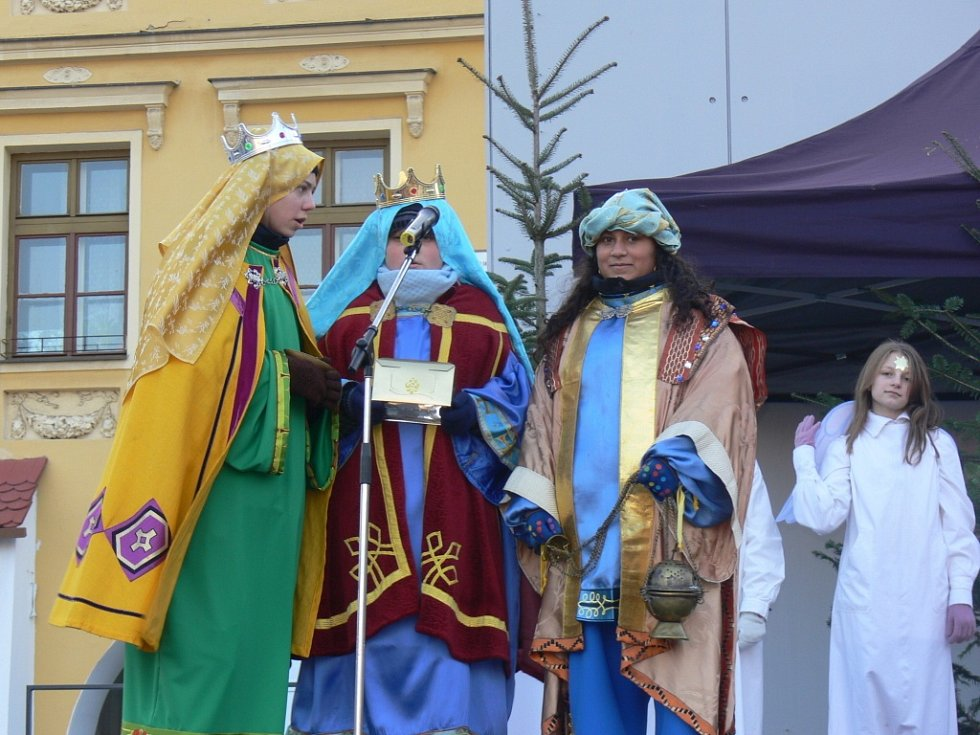 Kroměřížská církevní škola už tradičně uspořádala před Vánoci představení věnované betlémské tématice. Žáci školy tak přihlížejícím představitili příběh narození Ježíše.