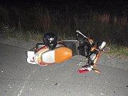 Nehoda motorkáře na dálničním sjezdu mezi Hulínem a Třeběticemi