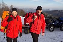 Rescue Team Hostýnské vrchy. Zdravotník  David Románek ( vlevo )