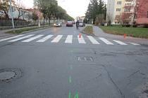 Svědky nehody, při níž na tomto místě v Moravské ulici v Kroměříži v pondělí 16. listopadu kolem páté odpoledne srazilo auto pětiletou dívenku, hledají tamní dopravní policisté.