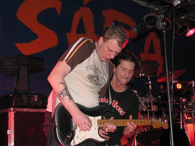 Ve zdounecké sportovní hale vystoupila v sobotu 24. ledna 2009 kapela Premier.
