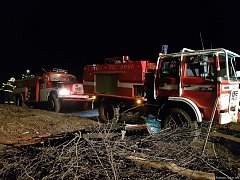 Hasiči z Bystřicka bojovali během noci na pátek s rozsáhlým požárem lesa, k němuž došlo v katastru Rajnochovic.