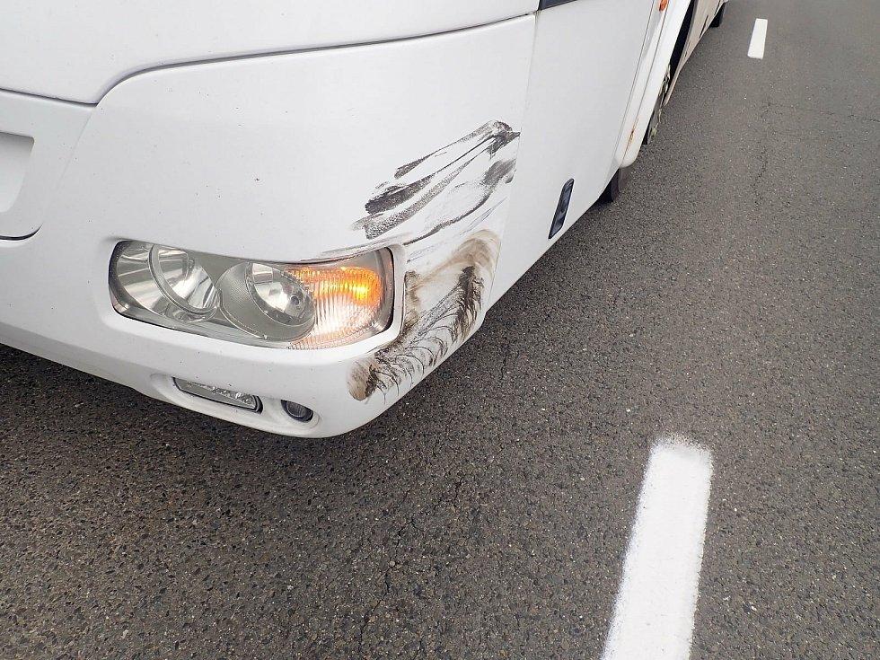 Srážka autobusu a osobního automobilu. Rymice, 12. června 2021