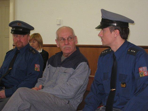 Verdikt nepadl. Hlavní líčení se Zsoltem Székelym z Jankovic u Holešova u kroměřížského okresního soudu bylo v úterý 20. ledna 2009 odročeno na neurčito.