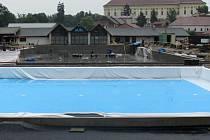 Na kroměřížském koupališti Bajda finišují v polovině června opravy tak, aby oblíbená plovárna mohla být otevřena podle termínu, tedy 3. července.