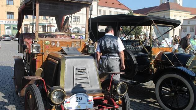 Veterán klub Kroměříž letos opět uspořádal v Kroměříži akci s názvem Loukotě a řemeny, která se konala od 9. do 11. září a těšila se i letos velkému úspěchu ze strany diváků, účastníci srazu veteránů jeli mimo jiné i spanilou jízdu.