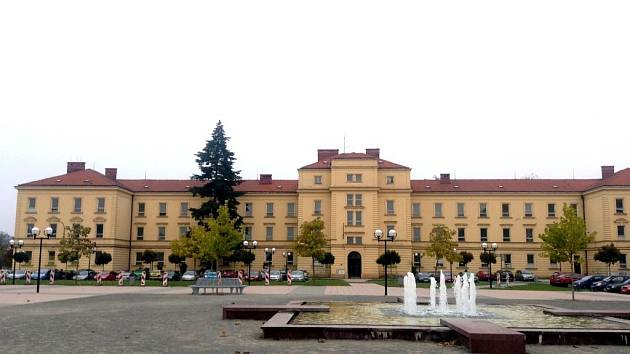 Z budovy bývalých kasáren na Hanáckém náměstí v Kroměříži by mohlo vzniknout kreativní centrum