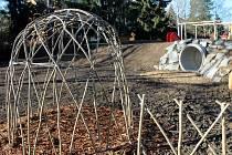 V chropyňské mateřské škole si už brzy budou moci děti hrát na novém hřišti.
