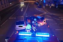 Nehoda blokovala křižovatku v Kroměříži, zranění při ní utrpěla spolujezdkyně