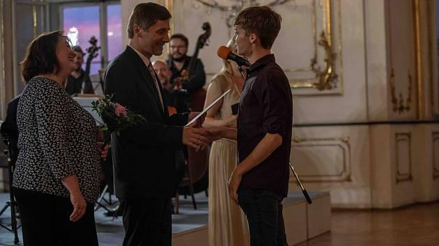 Tři mladí umělci se dočkali ocenění na Letní hudební akademii v Kroměříži.