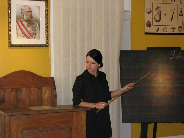 V Muzeu Kroměřížska se od 5. 4. do 8. 6. 2008 konala výstava nazvaná Prababička po škole.