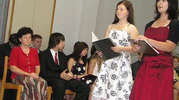 Slavnostní rozloučení s žáky devátých tříd si odbyli v úterý 30. června 2009 i v Základní škole Kvasice. Zároveň jim předali také vysvědčení.