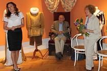 Vernisáže výstavy originálních barrandovských kostýmů z pohádkového seriálu Arabela se zúčastnila i paní Jiřina Macourková a pan režisér Václav Vorlíček.