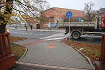 V Bystřici pod Hostýnem chodec narazil do korby náklaďáku.