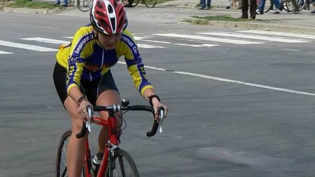Velikonoční časovku jednotlivců si v Hulíně nenechalo ujít sto čtyřicet cyklistů a cyklistek, kteří se utkali v pěti kategorií