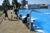 V Chropyni bylo 120. 6. 2008 otevřeno městské koupaliště po celkové rekonstrukci.