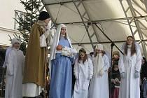 Vystoupení žáků Církevní školy Kroměříž nazvané Od adventu do Tří králů