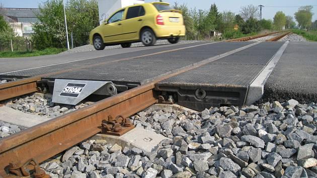 Nechráněný železniční přejezd. Ilustrační foto