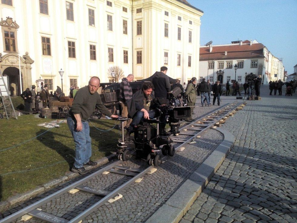 Filmaři natáčeli seriál Já, Mattoni na konci března letošního roku. V komparsu si zahráli i místní, jedním z nich byl i Leoš Slaměna.