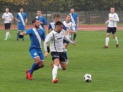 Fotbalisté Hulína (v modrých dresech) ve 13. kole Fortuna MSFL zvítězili na hřišti Hodonína 2:1