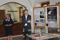 Vernisáž výstavy k listopadu 1989 v Kroměříži.