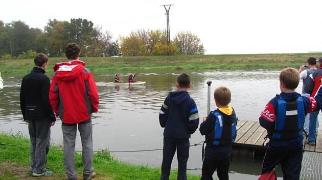 Závody na turistických kanoích na řece Moravě v Kvasicích