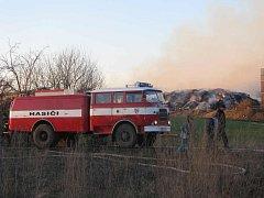 Rozsáhlý požár stohu slámy zaměstnal ve čtvrtek 6. března po poledni okolo dvaceti jednotek dobrovolných a profesionálních hasičů na Kroměřížsku. Likvidace trvala do pozdních večerních hodin.