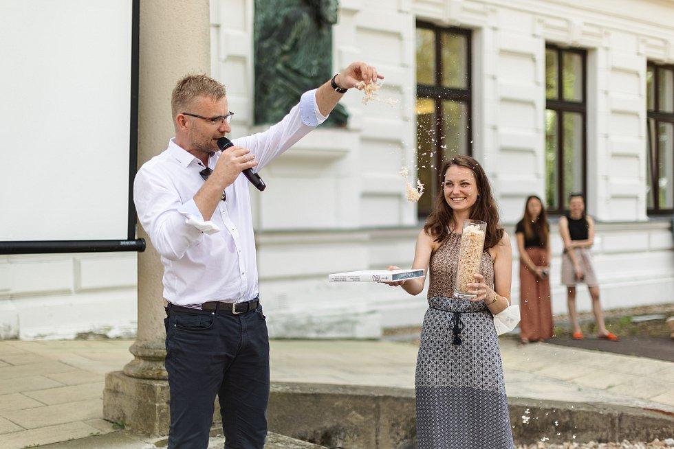 Interní oslavy založení závodu TON v Bystřici pod Hostýnem před 160 lety. Na fotografii generální ředitel Milan Dostalík.