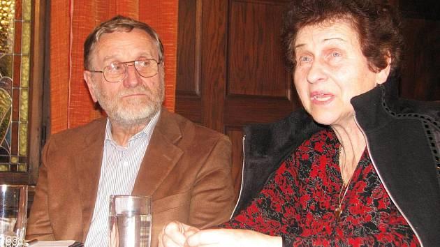 V holešovské knihovně se v úterý 16. listopadu 2010 konala beseda Anny Hanusové. Zájemcům povídala o svých vzpomínkách holocaust.